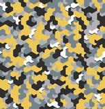 Nahtlose Tarnung im gelben Muster mit verlegtem Element Polygonale Mosaik-Reihe für Ihr Design Vektor Lizenzfreie Stockfotos