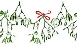 Nahtloser Aquarell Weihnachtshintergrund mit Mistelzweig und rotem Band Stockfotos