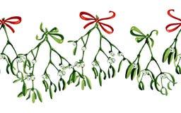 Nahtloser Aquarell Weihnachtshintergrund mit Mistelzweig und rotem Band Lizenzfreies Stockfoto