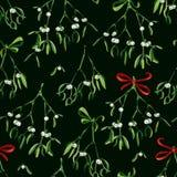 Nahtloser Aquarell Weihnachtshintergrund mit Mistelzweig und rotem Band Lizenzfreie Stockbilder