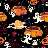 Nahtloser Halloween-Hintergrund. Kürbis. Geister Lizenzfreie Stockfotos