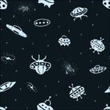 Nahtloser Hintergrund des Vektors von Hand gezeichnetem UFO Gekritzel UFO Lizenzfreies Stockbild