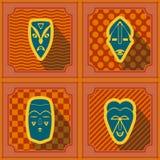 Nahtloser Hintergrund mit afrikanischen Ritualmasken Lizenzfreies Stockbild