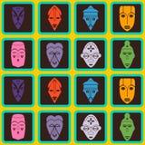 Nahtloser Hintergrund mit afrikanischen Ritualmasken Stockfoto