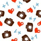 Nahtloser Hintergrund mit Herz- und Kameramustern Lizenzfreie Stockfotos