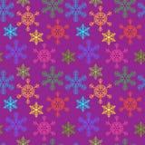 Nahtloser Hintergrund mit mehrfarbigen Weihnachtsschneeflocken Stockbilder