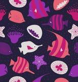 Nahtloser Hintergrund mit netten Fischen, Quallen Marinebeschaffenheit Muster mit Meerestieren Lizenzfreie Stockfotos