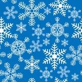 Nahtloser Hintergrund mit Weihnachtsschneeflocken Lizenzfreie Stockfotos