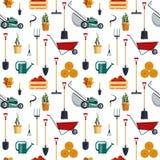 Nahtloser Musterbauernhof bearbeitet flache Illustration Garteninstrument-Ikonensammlung Landwirtschaftliche Maschinen Lizenzfreie Stockfotografie