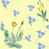 Nahtloser Mustergelblöwenzahn und wilde kleine blaue Blumen auf einem gelben Hintergrund watercolor Lizenzfreies Stockbild
