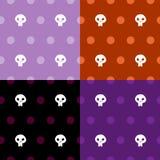 Nahtloser Musterhalloween-Schädel mit Entwurf der Tupfen vier Farb Stockfotografie