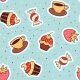 Nahtloser Musterkleiner kuchen, Kaffee, Erdbeere Stockfotos