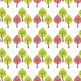 Nahtloser weißer Hintergrund mit Bäumen Lizenzfreie Stockfotos