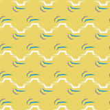 Nahtloses abstraktes Zickzackmuster auf gelbem Hintergrund Stockfotografie