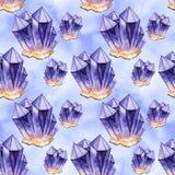 Nahtloses Aquarellmuster Purpurrote Kristalle Hand gezeichnet lizenzfreies stockfoto