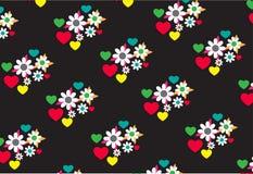 Nahtloses Blumen- und Herzmuster im schwarzen Hintergrund Lizenzfreies Stockbild