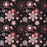 Nahtloses Blumenmuster am schwarzen Hintergrund Stockfoto