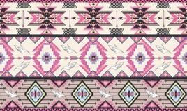 Nahtloses buntes aztekisches Muster mit Vögeln und arr Stockfotografie