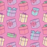 Nahtloses buntes Karikaturgeburtstagsmuster mit eingewickelten Geschenkboxen mit Bändern auf rosa Hintergrund stock abbildung
