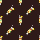 Nahtloses Cocktailmuster auf einem braunen Hintergrund Stockbild