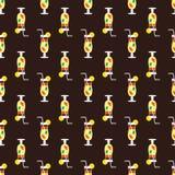 Nahtloses Cocktailmuster auf einem braunen Hintergrund Stockfotos