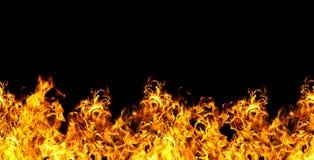 Nahtloses Feuer auf einem schwarzen Hintergrund Stockfoto