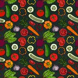 Nahtloses Gemüsemuster mit Gurken, rote Tomaten, grüner Pfeffer, rote Rübe, Karotte, Zwiebel Frischer grüner Salat Vegetarische N Stockbild