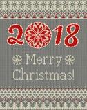Nahtloses gestricktes Muster der frohen Weihnachten und des neuen Jahres mit Weihnachtsbällen, -schneeflocken und -tanne Skandina Lizenzfreies Stockbild