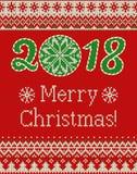 Nahtloses gestricktes Muster der frohen Weihnachten und des neuen Jahres mit Weihnachtsbällen, -schneeflocken und -tanne Skandina Stockfotografie
