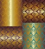 Nahtloses goldenes mit Blumenmuster auf Farbhintergrund Lizenzfreie Stockbilder