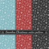 Nahtloses guten Rutsch ins Neue Jahr-Vektormuster Weihnachtsmuster in den mehrfachen Farben Weiße Schneeflocken auf einem blauen  lizenzfreie stockfotografie