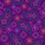 Nahtloses helles geometrisches Muster mit Paisley und Blumen Weihnachtsmann in einer Schutzkappe, in den Kopfhörern, mit einem We Lizenzfreie Stockfotografie