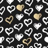 Nahtloses Herz-Muster Hand gezeichnet mit Tinte Schwarzes, Gold und Weiß Zu küssen Mann und Frau ungefähr Herzmuster für printabl Lizenzfreie Stockfotos