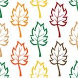 Nahtloses Hintergrundmuster von bunten Blättern Stockfotografie