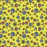 Nahtloses mit Blumenmuster auf gelbem Hintergrund Lizenzfreie Stockfotografie