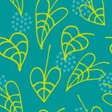 Nahtloses mit Blumenmuster mit der gezeichneten Hand verlässt auf grünem Hintergrund Lizenzfreie Stockfotografie