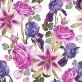 Nahtloses mit Blumenmuster mit Aquarelllilien, purpurroten Rosen und violetter Iris Stockfotos
