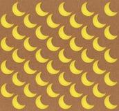 Nahtloses Mondmuster auf braunem Hintergrund Stockfotos