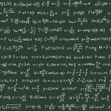 Nahtloses Muster auf der grünen Tafel mit Handschriftstext- und -physikformeln Lizenzfreie Stockbilder