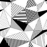 Nahtloses Muster der abstrakten geometrischen gestreiften Dreiecke in Schwarzweiss, Vektor Lizenzfreie Stockbilder