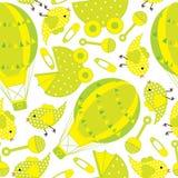 Nahtloses Muster der Babyparty mit nettem Heißluftballon, Babywarenkorb und Vogel Lizenzfreie Stockfotografie