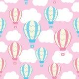 Nahtloses Muster der Babyparty mit netter Heißluft steigt auf rosa Himmel im Ballon auf Stockbild