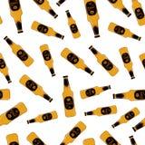 Nahtloses Muster der Bierglasflasche, Alkoholgetränkaufkleber Auch im corel abgehobenen Betrag Lizenzfreie Stockfotografie