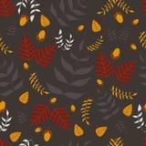 Nahtloses Muster der Blätter und der Eicheln Lizenzfreie Stockfotos