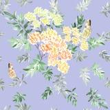 Nahtloses Muster der blühenden Niederlassung mit gelbem Blumengrün verlässt mit zwei Schmetterlingen auf einem violetten Hintergr Lizenzfreies Stockfoto