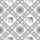 Nahtloses Muster der Hennastrauchtätowierung mit Elefanten und Blumen in indischer mehndi Art Stockfotografie