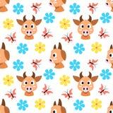 Nahtloses Muster der Kühe und der Blumen und der Schmetterlinge Stockfoto