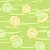 Nahtloses Muster der Kalk- und Zitronenscheiben spritzen auf grünem backgroun Stockfotografie