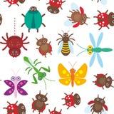 Nahtloses Muster der lustigen Insekten Spinnenschmetterlingslibellengottesanbeterinkäferwespen-Marienkäfer auf weißem Hintergrund Lizenzfreie Stockfotografie