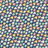 Nahtloses Muster der netten kleinen Blumen Auch im corel abgehobenen Betrag Lizenzfreies Stockfoto